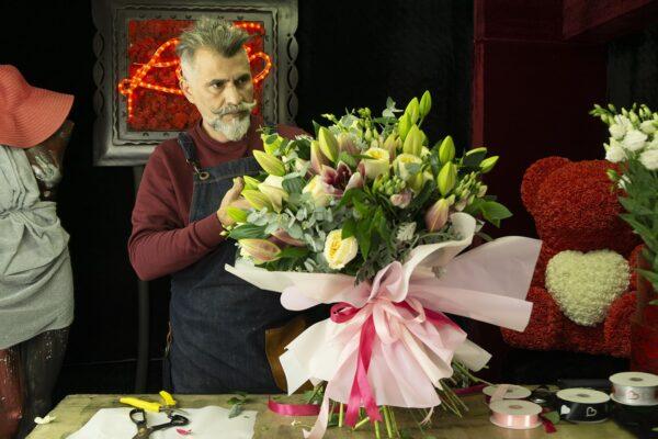 Μπουκέτο με λουλούδια Lilies Stargazer.