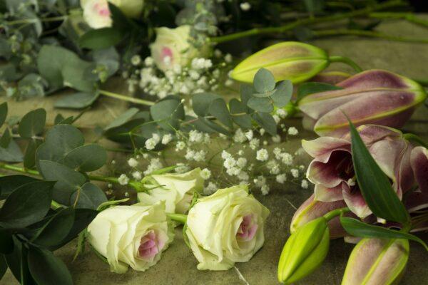 Μπουκέτο με λουλούδια Lilies Stargazer. (3)