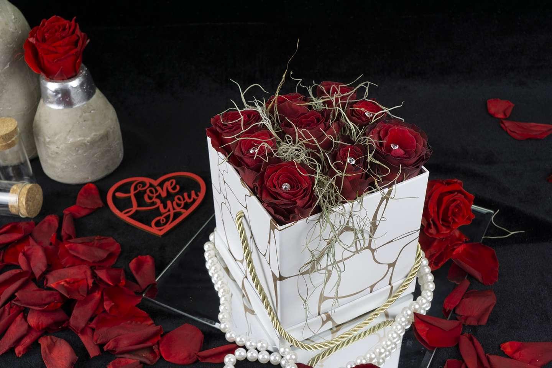 Σύνθεση με τριαντάφυλλα.
