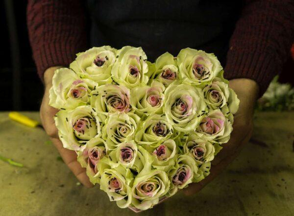 Σύνθεση Καρδιά με τριαντάφυλλα.