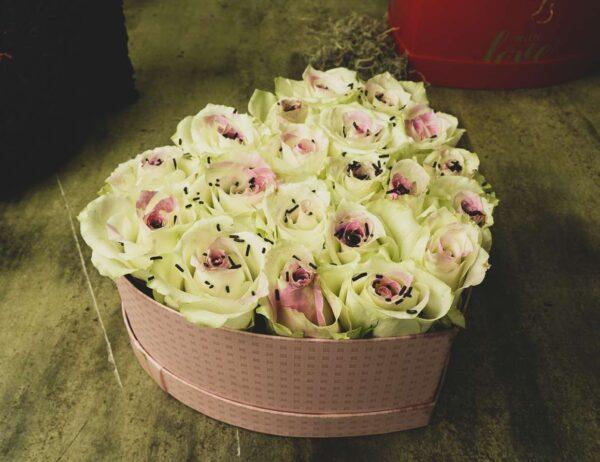 Σύνθεση Καρδιά με τριαντάφυλλα